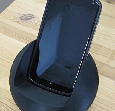 スマートフォンのドックを3Dプリンターで自作し、データもウェブで共有