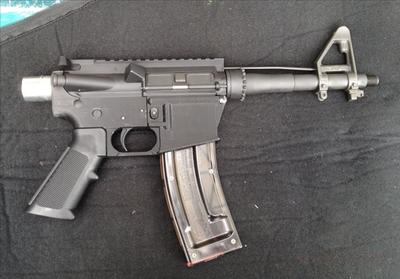 3Dプリンター銃 – 家で成型したAR-15ライフルで実際に弾を撃った男