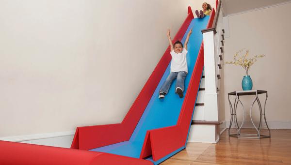 SliderRider – 階段をすべり台にする折り畳みマット