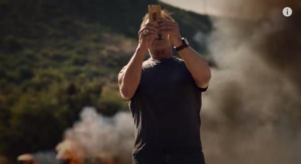 arnold-blow-up-selfie