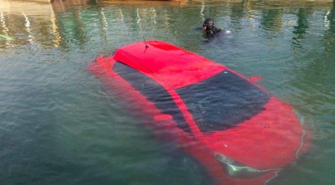濃霧の中、GPSの指示通りに車で五大湖に突っ込んだカナダ人